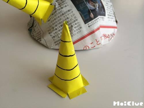 折り紙で作ったツノをつけた写真