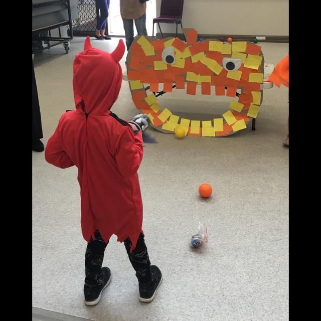 【アプリ投稿】ハロウィンの ボール投げゲーム
