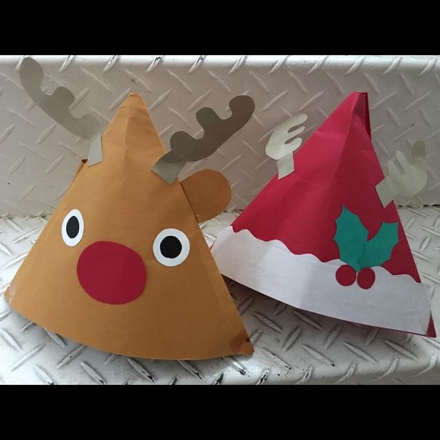 【アプリ投稿】【色画用紙のクリスマス帽子】