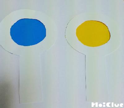 レンズ部分に青と黄色のセロファンを貼った虫眼鏡