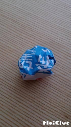 新聞紙を丸めて作ったボールの写真