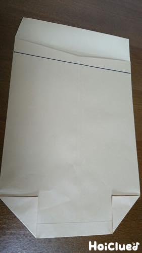 封筒のそこを三角に折った写真