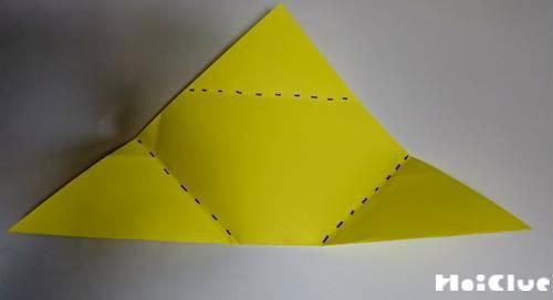 折り紙で折り目をつけた写真