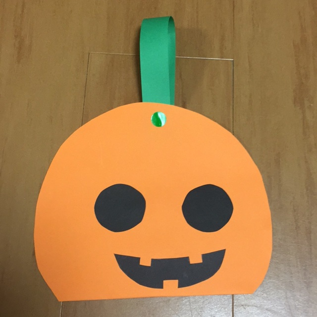 【アプリ投稿】【1歳児】かぼちゃのお菓子入れ