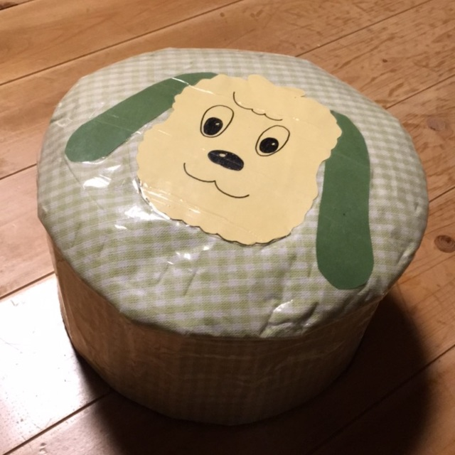 【アプリ投稿】ティッシュ箱で作った椅子