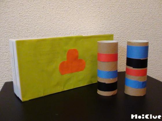 いろいろな材料に折り紙を貼り付けた写真