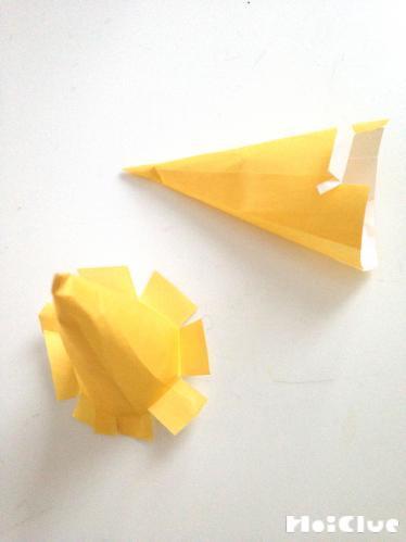 画用紙で三角錐を作った写真 title=