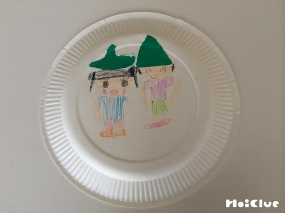 紙皿におひなさまに絵を描いた写真