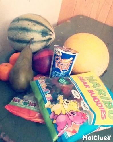 お菓子やフルーツの写真