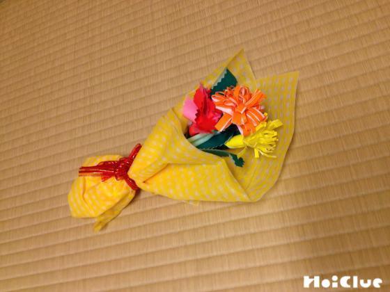 包み紙でくるみ花束にした様子