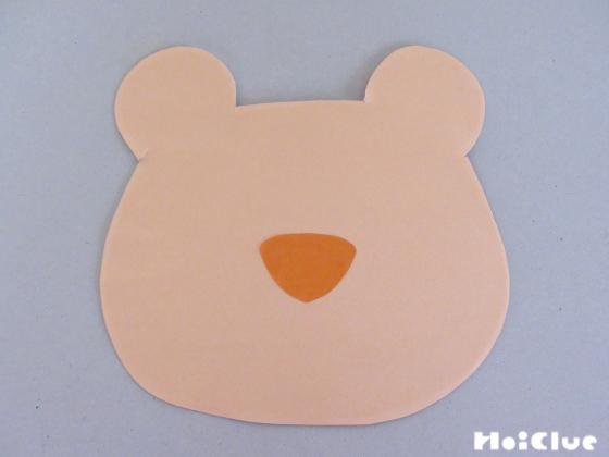 厚紙に折り紙を貼りライオンの顔型に切った様子