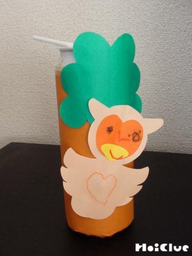 木にフクロウを貼り完成したフクロウ笛の写真