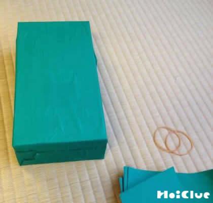 ティッシュ箱全体を折り紙で覆った写真