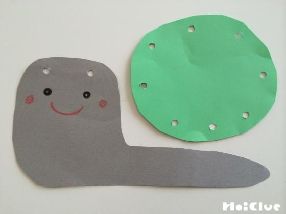 画用紙で作ったかたつむりの顔と殻