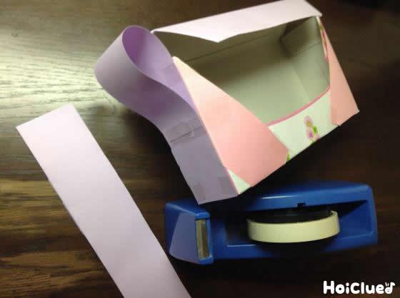 ティッシュ箱とセロテープの写真