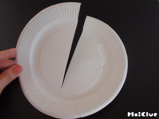 紙皿に切り込みをいれた写真