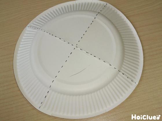 紙皿に十文字に線を描いた写真