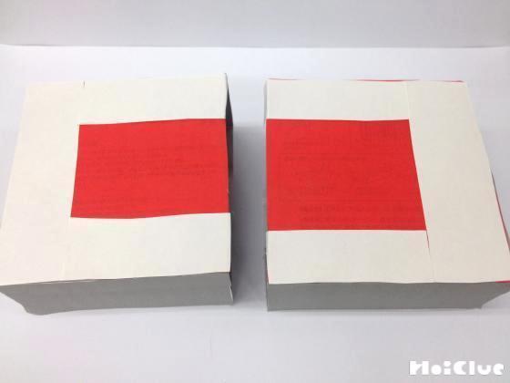 テッシュ箱の底に白い紙を貼っている写真