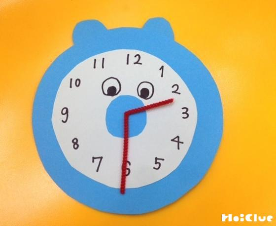 画用紙で作った時計の写真