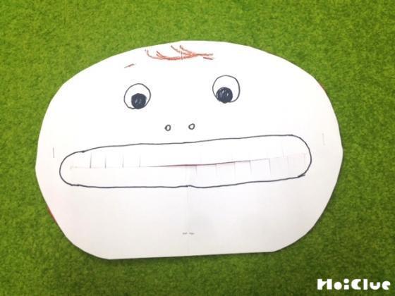 画用紙で作った「いー」の顔のおもちゃ