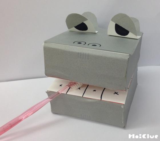 ティッシュ箱で作った歯磨きかばくんの写真