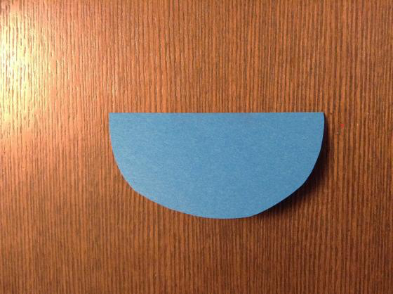 一番大きい丸を半分に折った写真