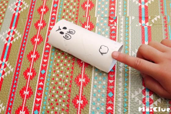 トイレットペーパーの芯に絵を描いた写真