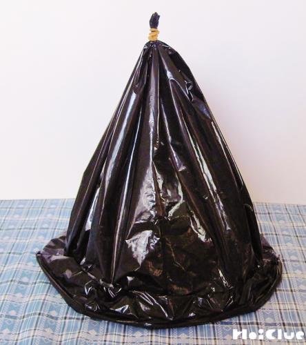 三角錐のビニール袋にくるくる巻いたビニール袋を巻きつけた写真