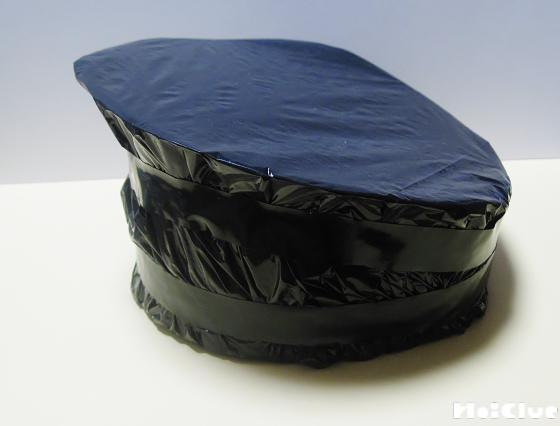 全体を黒いビニール袋を包んでいる写真