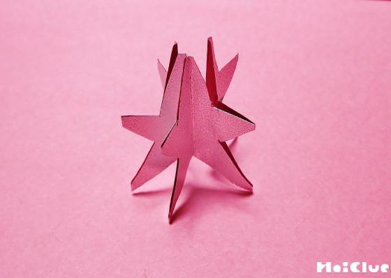 星型に切り取り貼り合わせた写真
