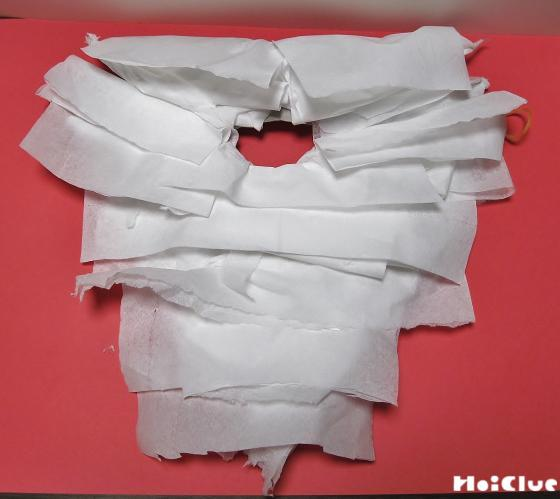 ヒゲの部分に折り曲げたテッシュを貼り付けた写真