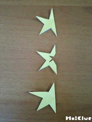 描いた星型を切り抜いた写真