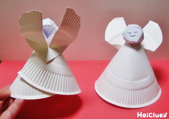 顔をつけた紙皿を円錐形に丸め、羽を付けた写真