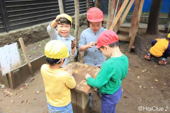 泥団子を作る子どもたちの様子