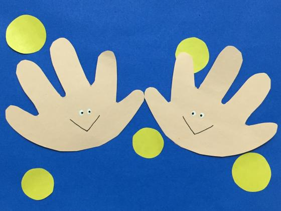 秋冬時期にぴったりの手あそびまとめ〜体が温まる手遊びから季節にちなんだ手遊びまで11種類〜
