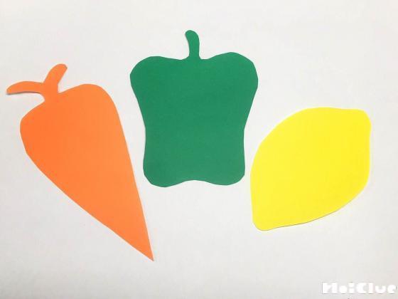 色画用紙を野菜型に切り抜いた写真