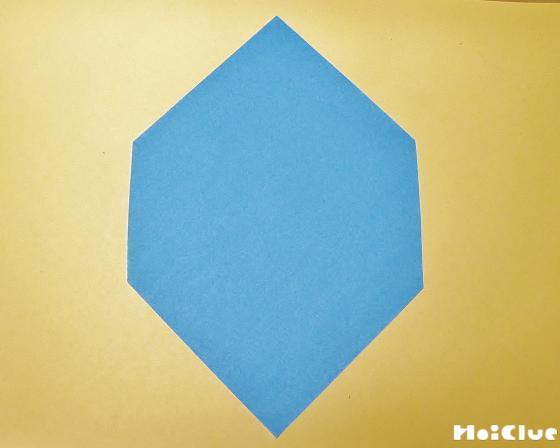 折り紙を六角形に切った写真
