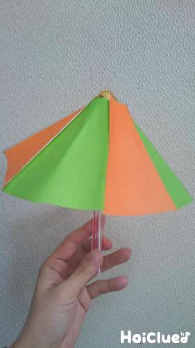 なんちゃってカラフル傘〜意外な素材で楽しむ製作遊び〜