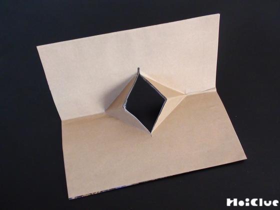 切り込みを折ってパックンを作った写真