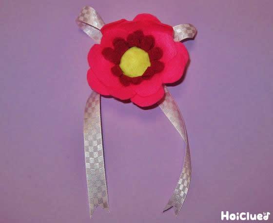 フェルトのコサージュ〜針や糸を使わない手作りアイテム〜