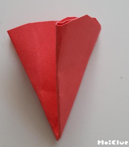 切った画用紙を8つに折った写真
