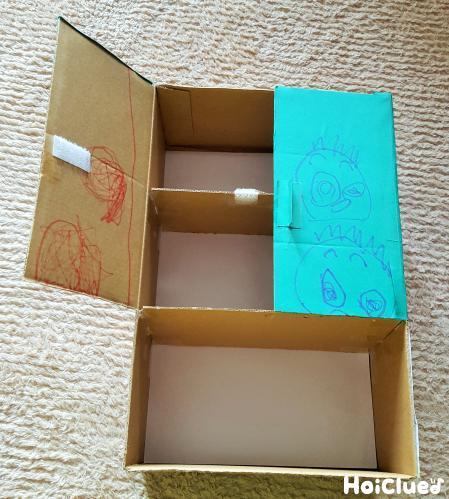 箱に扉をつけている写真
