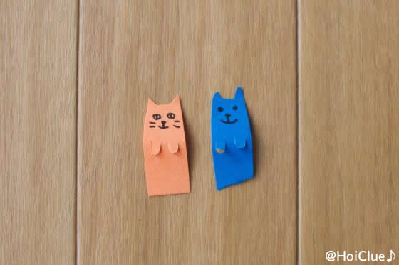 色画用紙を切り抜いて動物を作った写真