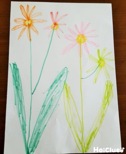 お花の絵を描いた画用紙の写真