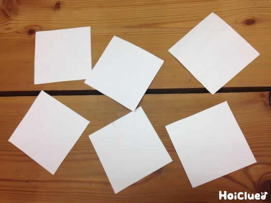 四角い紙を裏返した写真