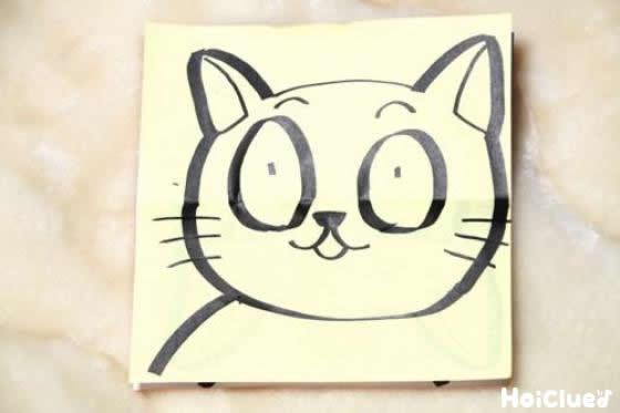 猫の目を開いている顔を描いた写真