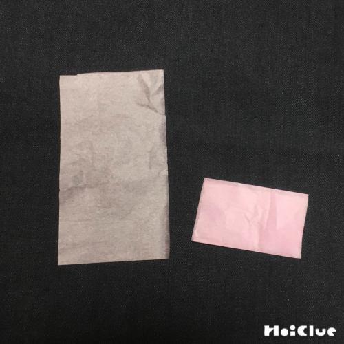 花紙を折っている写真