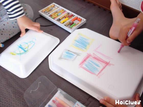 プレスチック皿に絵を描いている写真
