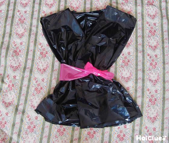 ピンクのベルトを巻いた写真