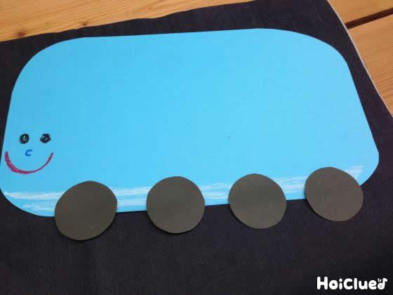 画用紙に電車の絵を描いた写真